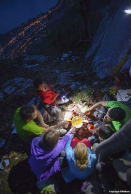 Annecy nuit insolite a flanc de falaise seminaire team building cohesion