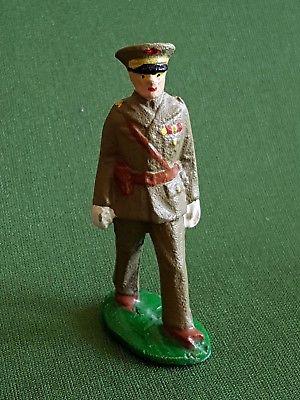 Un soldat de plomb ancien militaire militaria